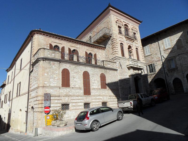 Vendita Appartamento Assisi / Sell Apartment Assisi – Piazza del Vescovado 40