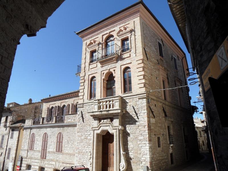 Vendita Appartamento Assisi / Sell Apartment Assisi – Piazza del Vescovado 43