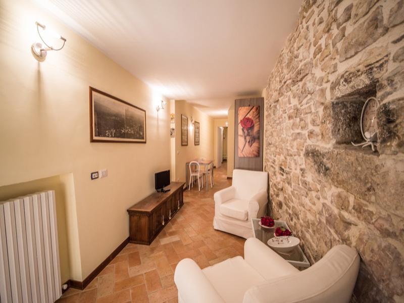 Affitto Appartamento Assisi / Rent Apartment Assisi – Via Villamena
