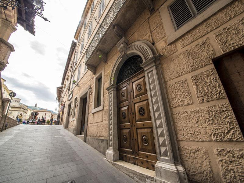 Vendita Appartamento Assisi / Sell Apartment Assisi – Via Portica 1