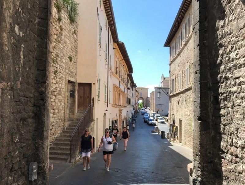 Affitto Studio/Ufficio Assisi  / Rent Studio/Office Assisi – Piazza Santa Chiara