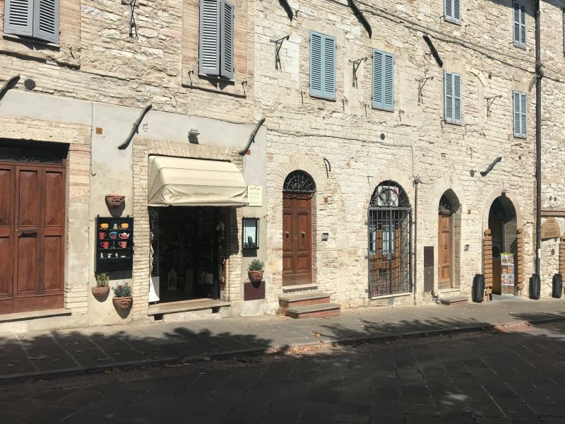 Vendita Attività Commerciale Assisi / Sell Commercial Activity Assisi – Via Borgo Aretino