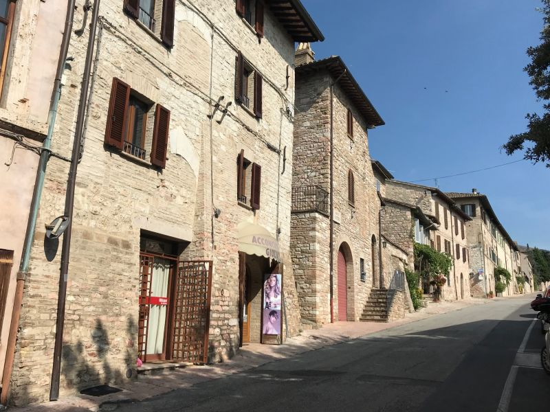 Vendita Locale Commerciale Assisi / Sell Commercial Space Assisi – Via Borgo San Pietro