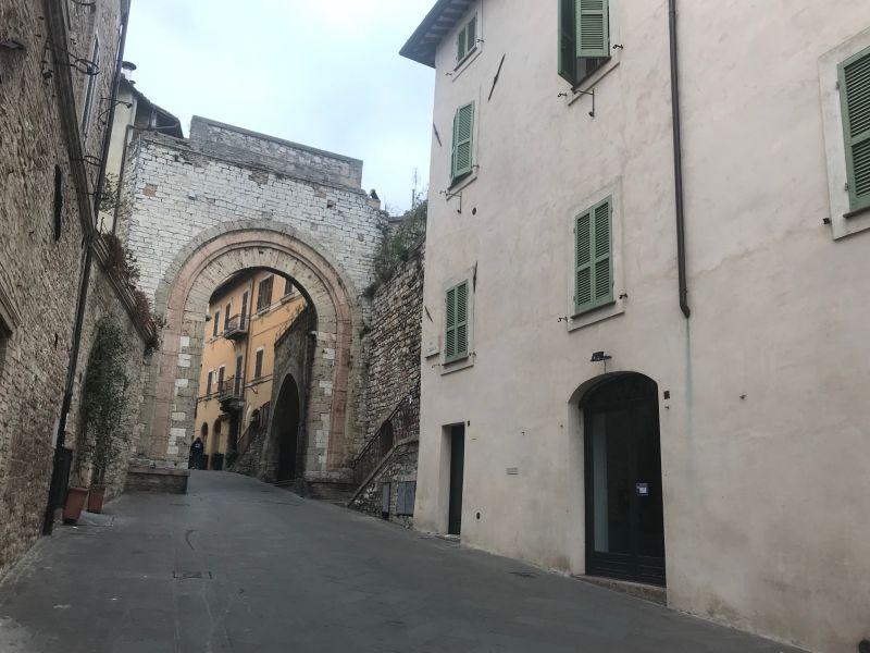 Affitto Attività Commerciale Assisi / Rent Commercial Space Assisi – Santa Chiara