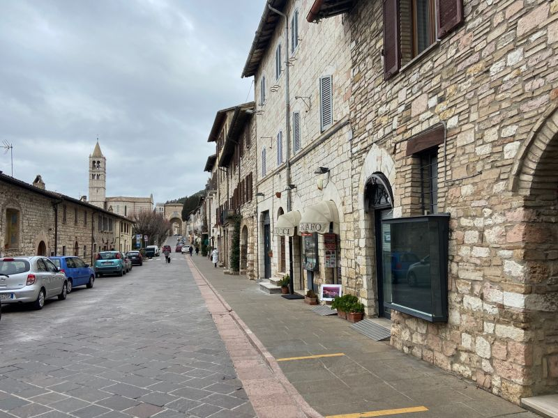 Affitto Locale Commerciale Assisi / Rent Commercial Activity Assisi – via Borgo Aretino