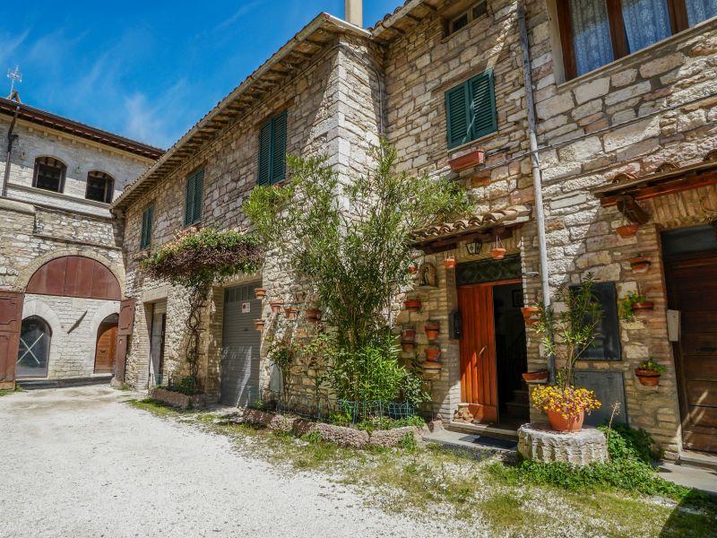 Vendita Appartamento Assisi / Sell Apartment Assisi – Cortile degli aghi 01
